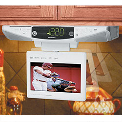 GE Spacemaker 7 Inch LCD TV/ DVD